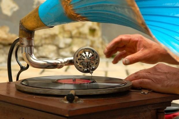 gramophone-758108_640