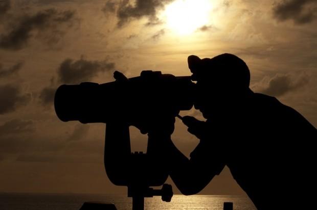navy-binoculars-760438_640